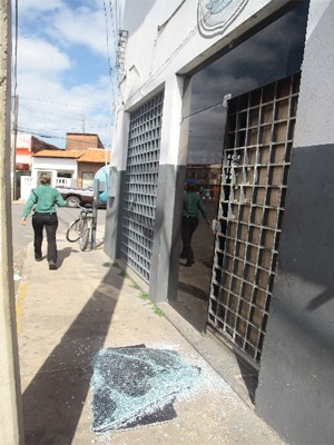 Delegacia da Liberdade, alvejada por bandidos (Foto: Flora Dolores/O Estado)