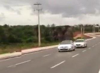 Golf GTI correndo com BMW.