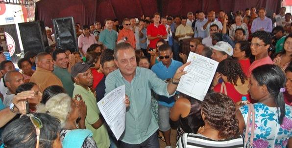 Secretário Luis Fernando assina a ordem de serviço em Governador Eugênio Barros.