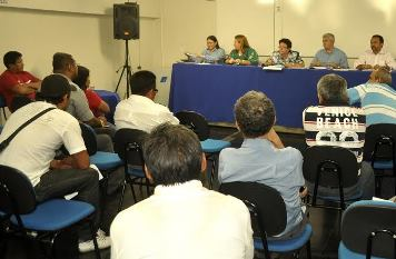 Lideranças indígenas pressionam a Seduc.