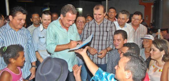 Em Tuntum, Luis Fernando Silva autoriza obras de asfaltamento de ruas.