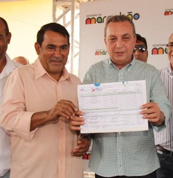 Prefeito de Paço do Lumiar ao lado do secretário Luis Fernando.