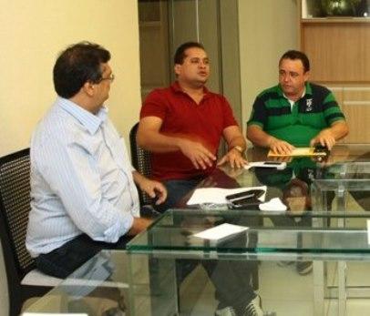 Flávio Dino reunido com seus aliados conhecidos pela Polícia Federal.