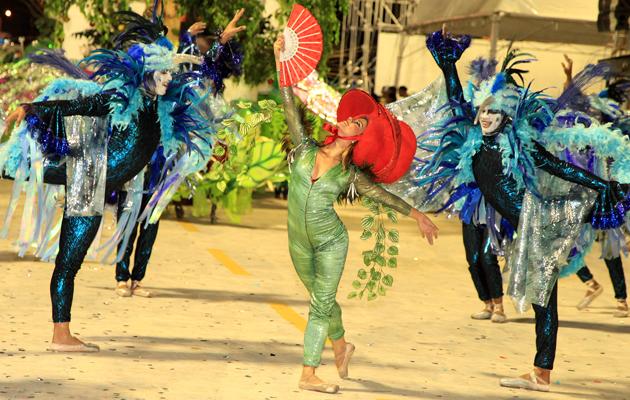 Bailarinos da Flor do Samba evoluindo na Passarela. (Foto: Paulo de Tarso Jr.)