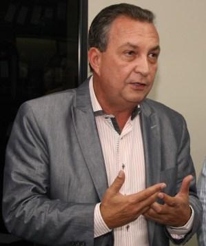 Luis Fernando.