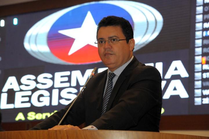 Deputado Rigo Teles.