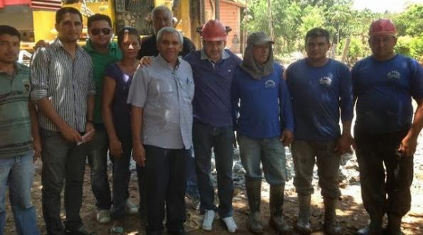 Antônio Pereira durante visita às obra do poço artesiano.