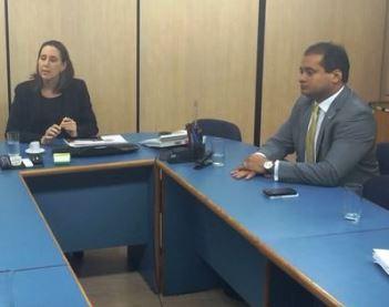 Deputado Weverton e representantes de Pedreiras em reunião no MEC