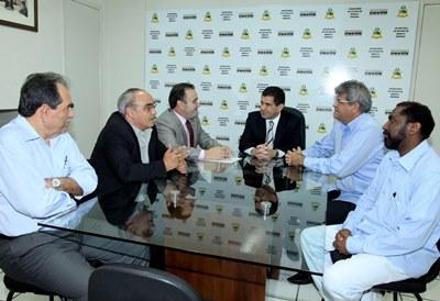 Secretário Ricardo Guterres reunido com o deputado gaúcho João Ficher, sindicalista Oniro da Silva Camilo e técnicos da Seme.