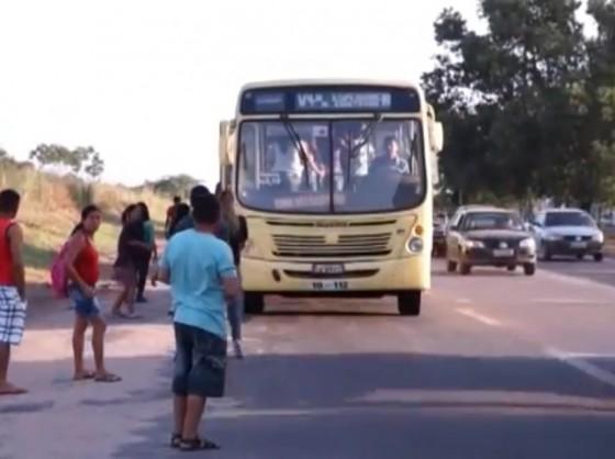 Parada de ônibus na Vila Itamar