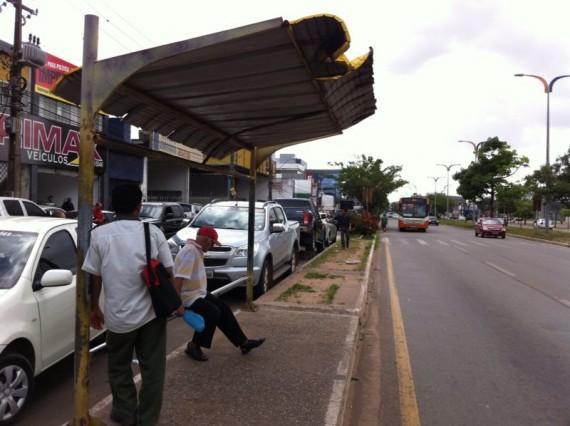 Para de ônibus no bairro Areinha