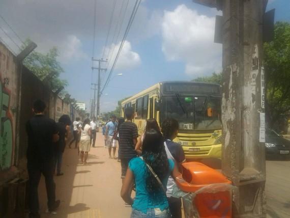 Ponto de ônibus no bairro Cidade Operária