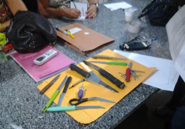 Armas brancas apreendidas na UEB Zuleide Andrade.