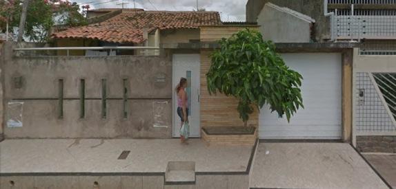 HÁ UM ANO Imagem registrada em 2013 pelo Google Street View mostra como era a fachada da residência onde deveria funcionar a Conservis Construções. Foto: Reprodução / Google Maps.