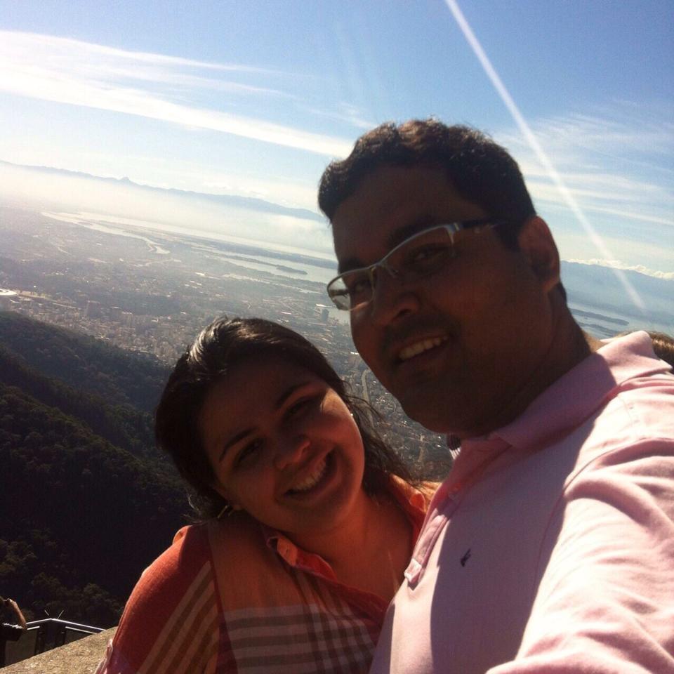 Secretário Júnior Maranhão e sua mulher, dona do laboratório.