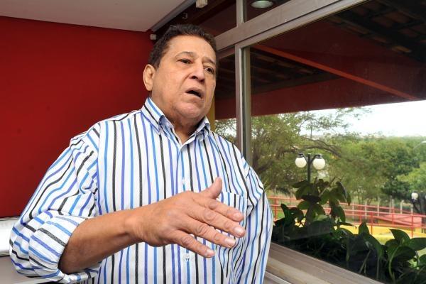 Secretário Canindé Barros nomeou até uma mulher que ele tem filho.