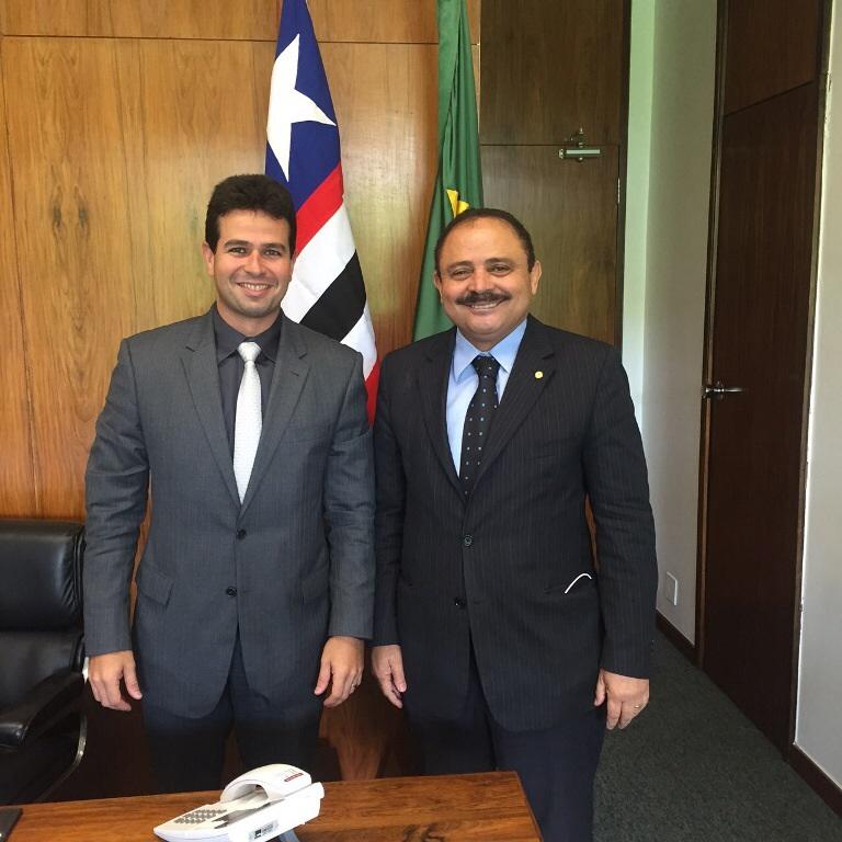 Gil Cutrim durante reunião com o deputado Waldir Maranhão, vice-presidente da Câmara Federal.