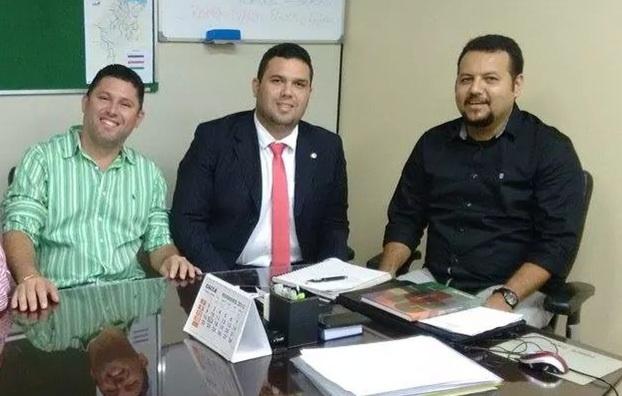 Prefeito Hernando Macedo, deputado Fábio Macedo e o secretário de Infraestrutura.