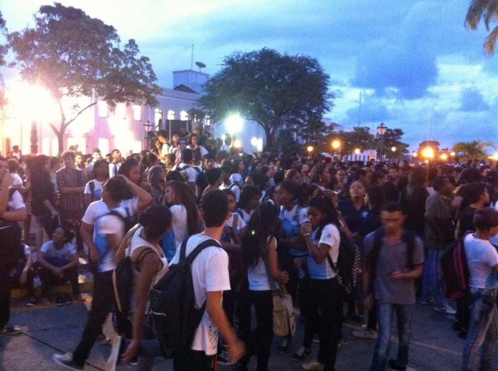 Alunos durante protesto (foto: Hilton Franco).