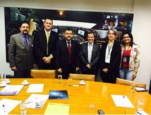 Deputado Júnior Verde, Cléber Verde, Carlos Alberto, Secretario Adjunto de Pesca do MA, Luís Moraes e executivas da Comunicação da Câmara Federal na reunião de Brasília