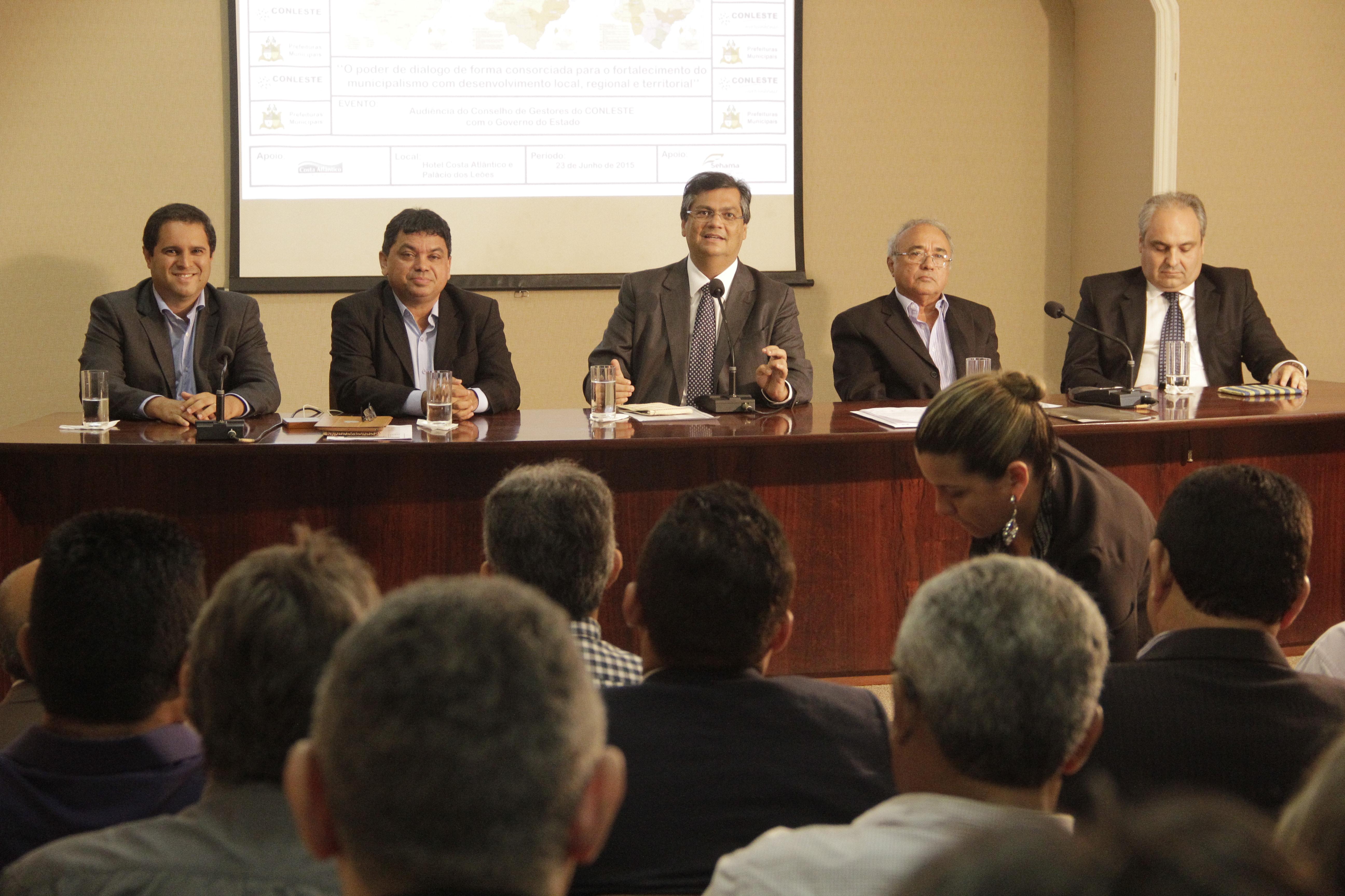 Governador recebe prefeitos.