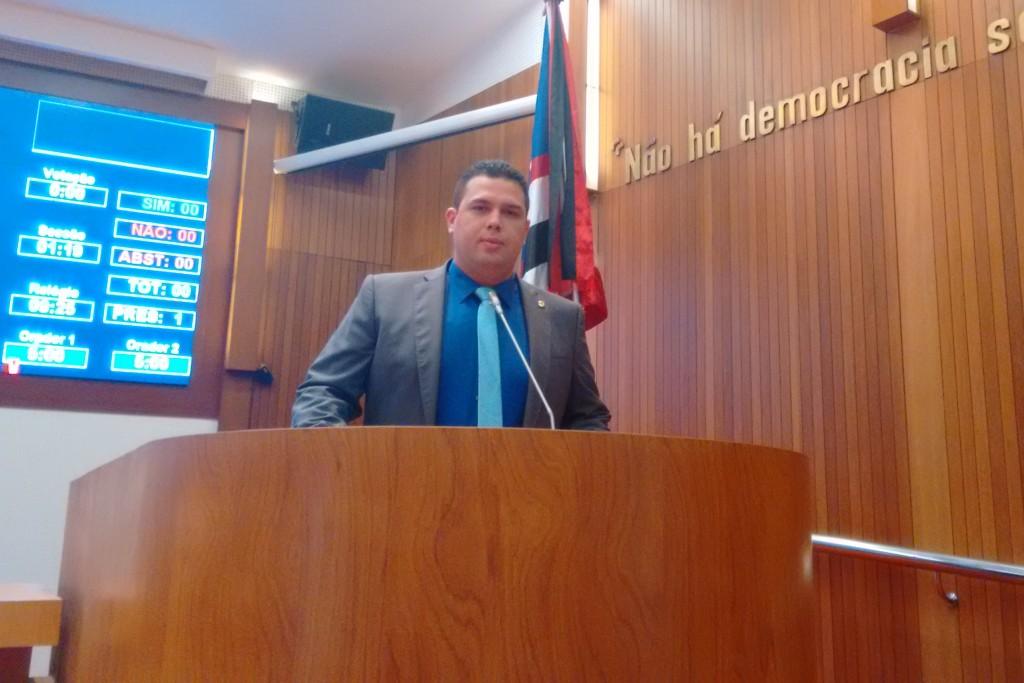 Deputado Fábio Macedo.