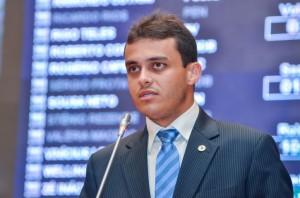 Deputado defende decisão de prefeito.