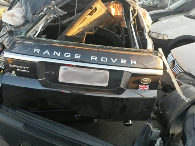 Range Rover Sport após acidente com o cantor Cristiano Araújo (Foto: Renato Melo / Arquivo Pessoal).