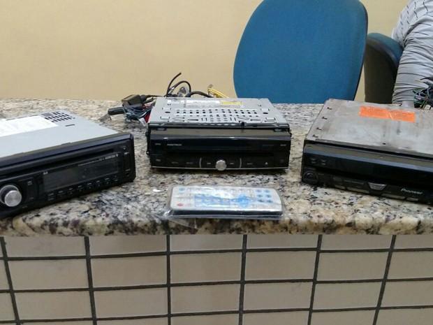 Sons de veículos que foram roubados por Rodrigo Celso Pires (Foto: Divulgação/PRF)