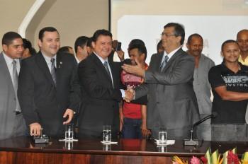 """Deputado Rigo Teles e o governador Flávio Dino durante o lançamento do Programa """"Moto Legal"""""""