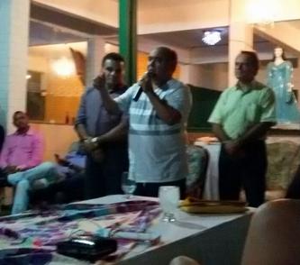 Vereador discursando durante a filiação.