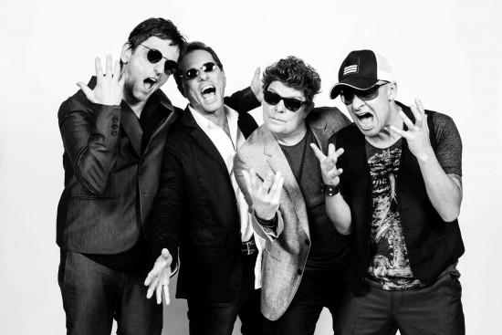 A banda se apresenta na na AABB (Calhau) dia 15 de agosto, sábado.