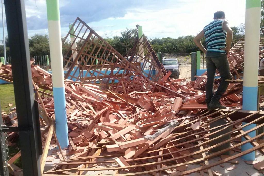 Escola desabou por péssimas condições de infraestrutura.