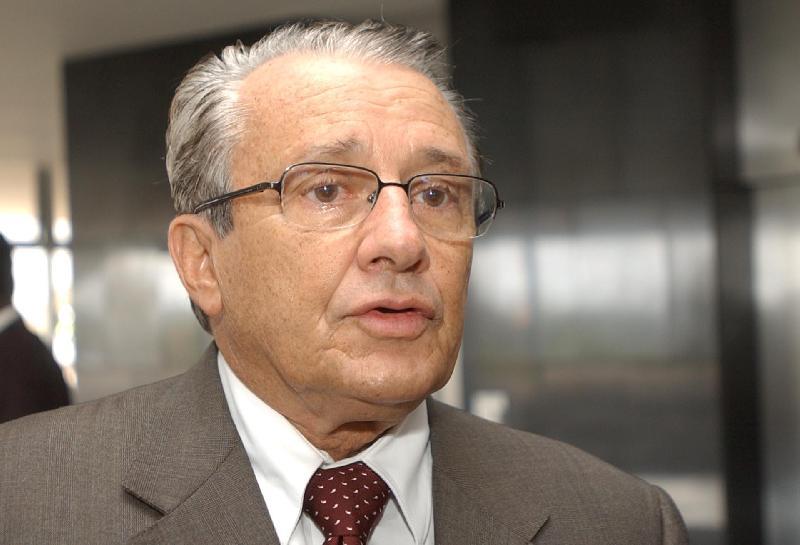 Deputado federal Zé Reinaldo.