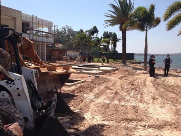 Área desocupada de imóvel ainda em construção à beira do lago Paranoá (Foto: Gabriel Luiz/G1)