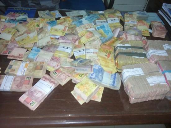 Dinheiro encontrado com os assaltantes