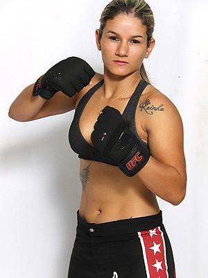 Monique Bastos é faixa azul de jiu-jítsu e lutadora de MMA (Foto: Arquivo pessoal)