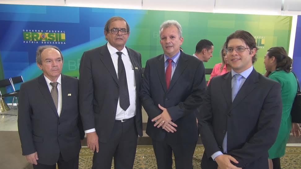 (da esq. p/ dir.) O prefeito de Parnarama, Dr. Davi Carvalho; o presidente Humberto Coutinho; o ministro das Comunicações, André Figueiredo; e o prefeito de Caxias, Leo Coutinho.
