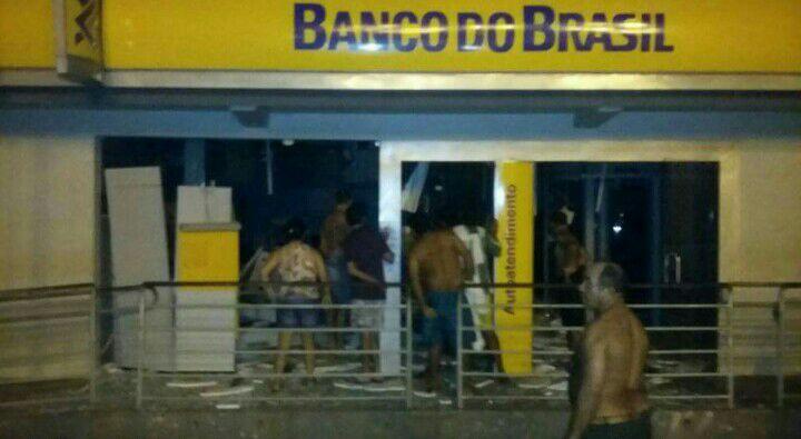 Agência de Paulo Ramos totalmente destruída.