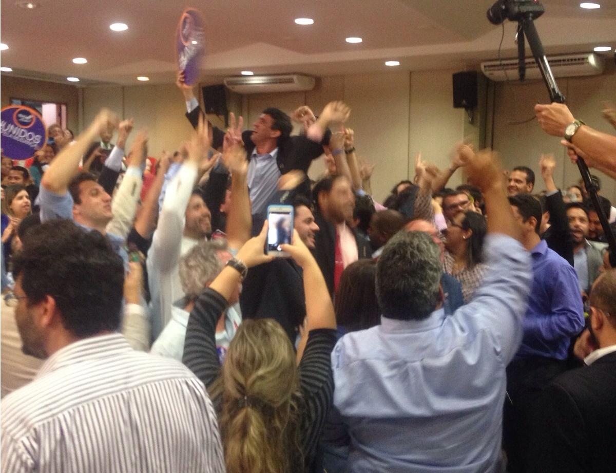 Thiago Diaz comemora eleição.