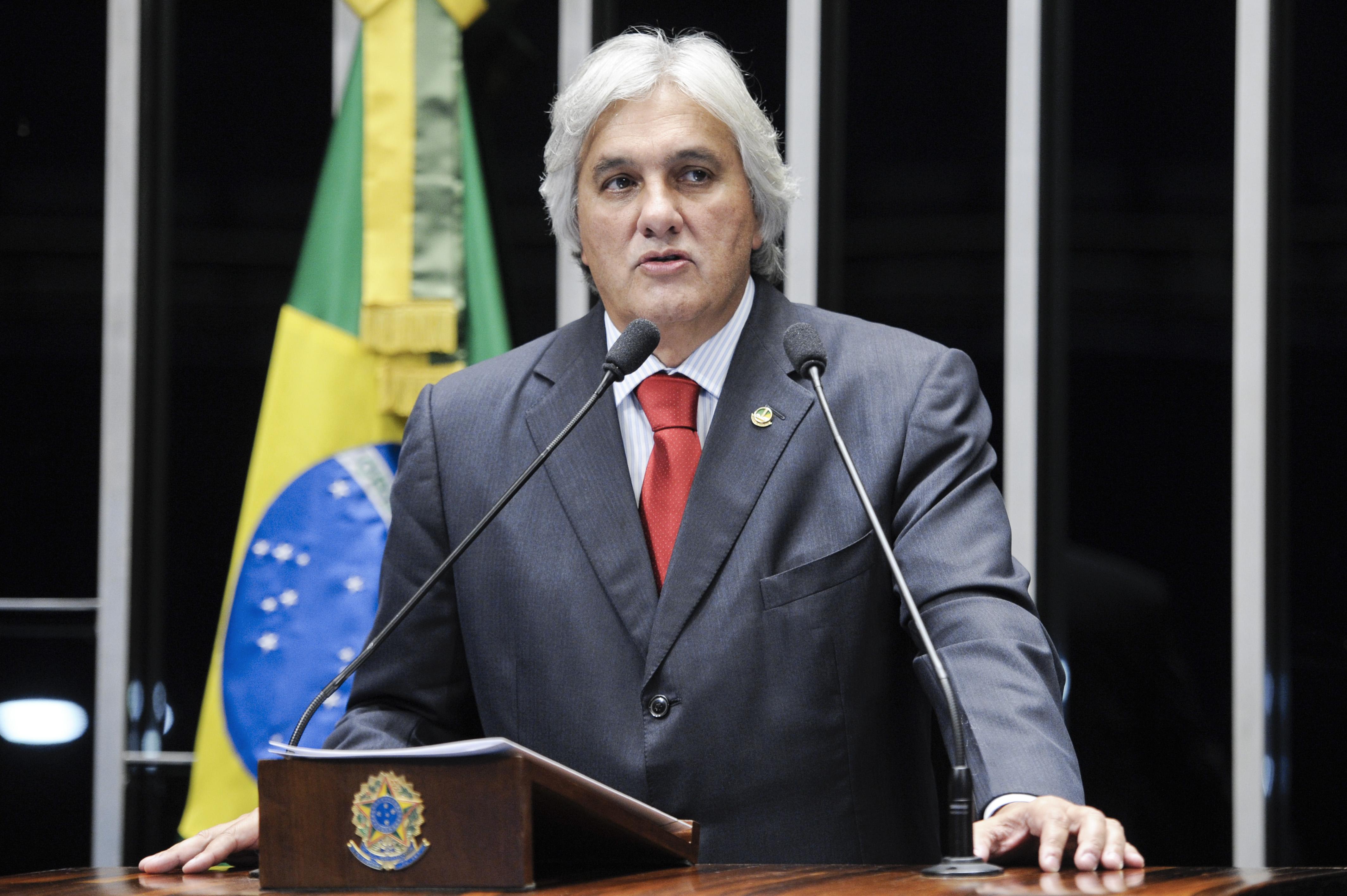 Senador Delcídio Amaral preso pela PF.