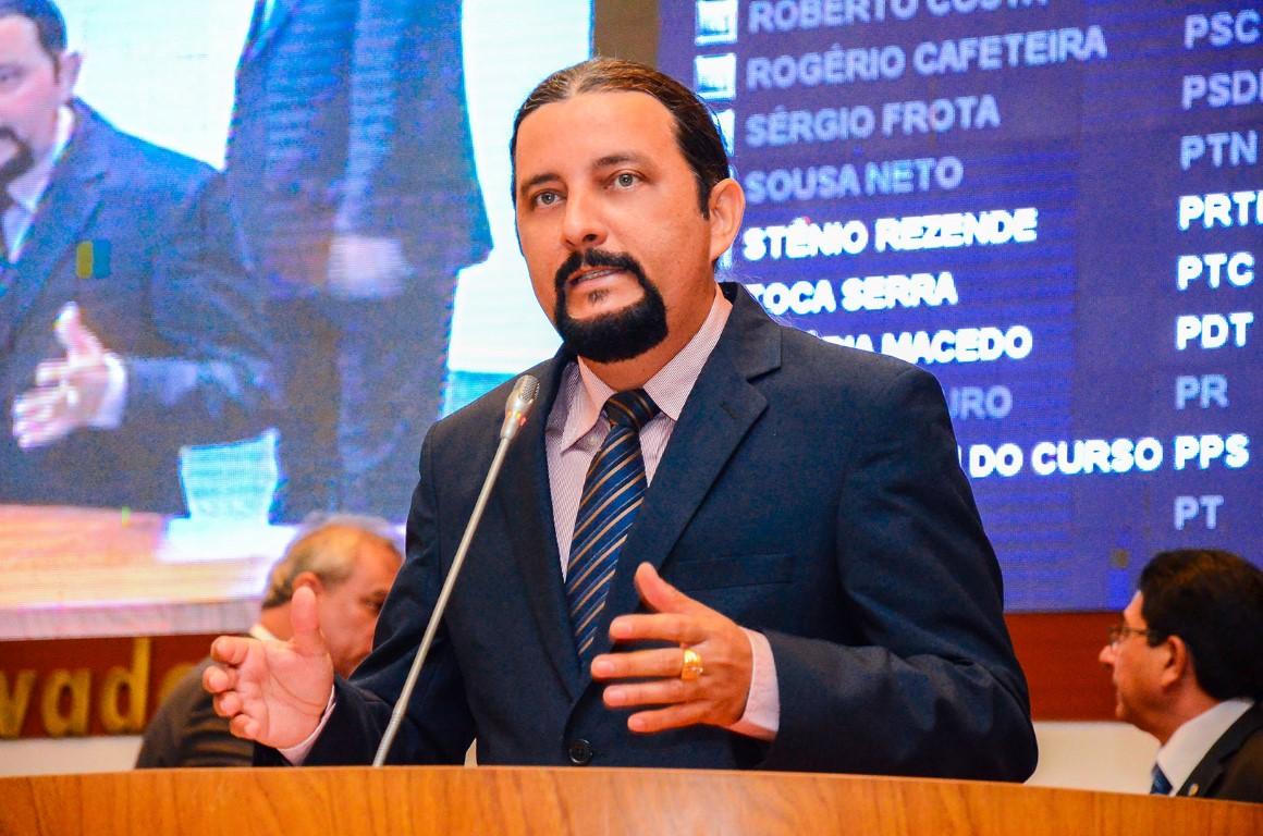 http://www.netoferreira.com.br/wp-content/uploads/2015/11/Foto09SESS%C3%83O-031115-por-JR-LISBOA-Medium.jpg