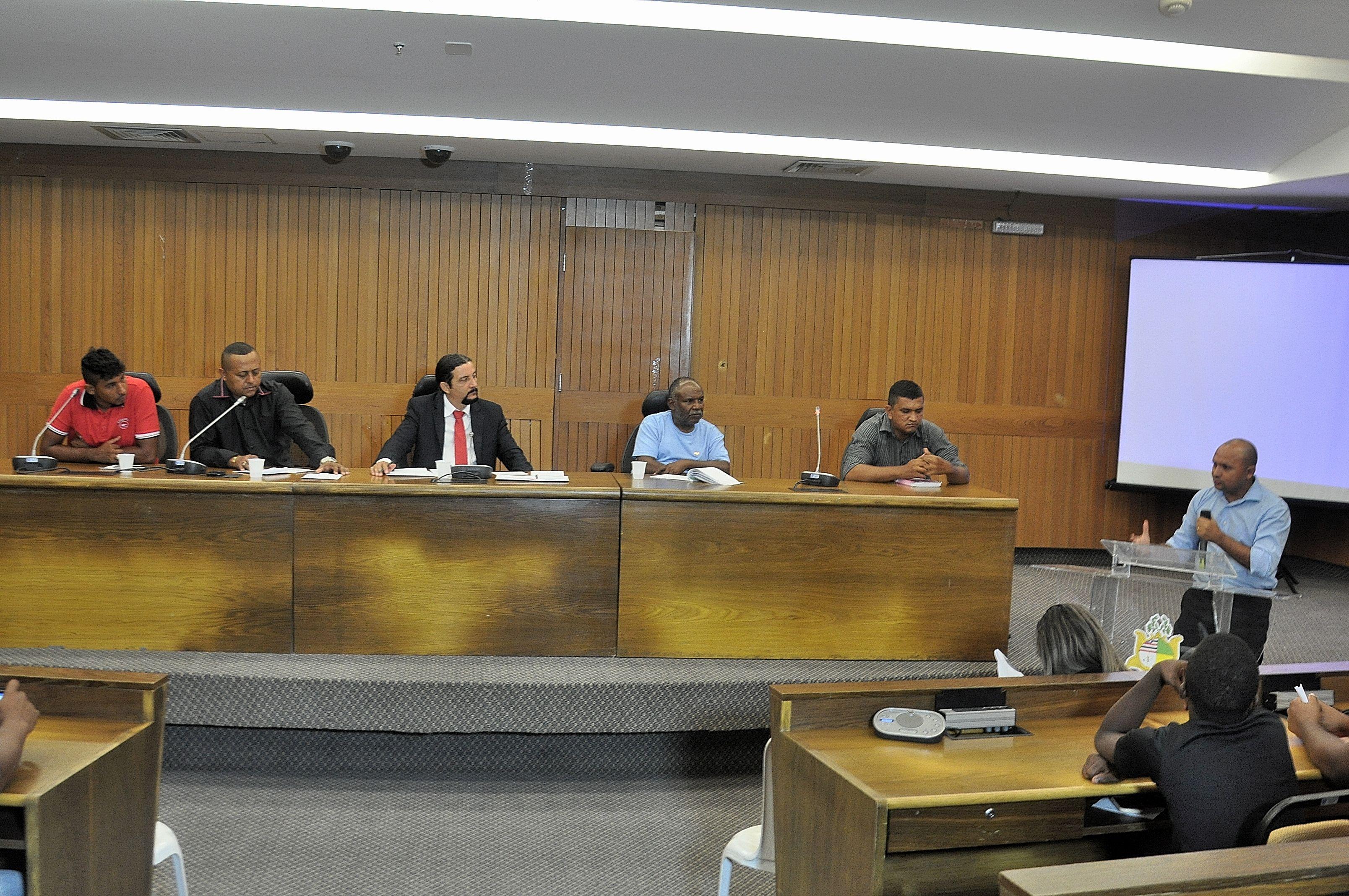 Deputado Júnior Verde durante reunião em defesa da segurança privada.