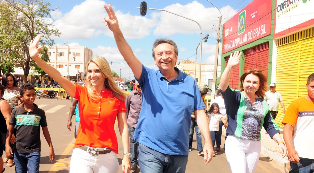 Andre Murad e Ricardo Murad, ao lado da esposa prefeita de Corotá.