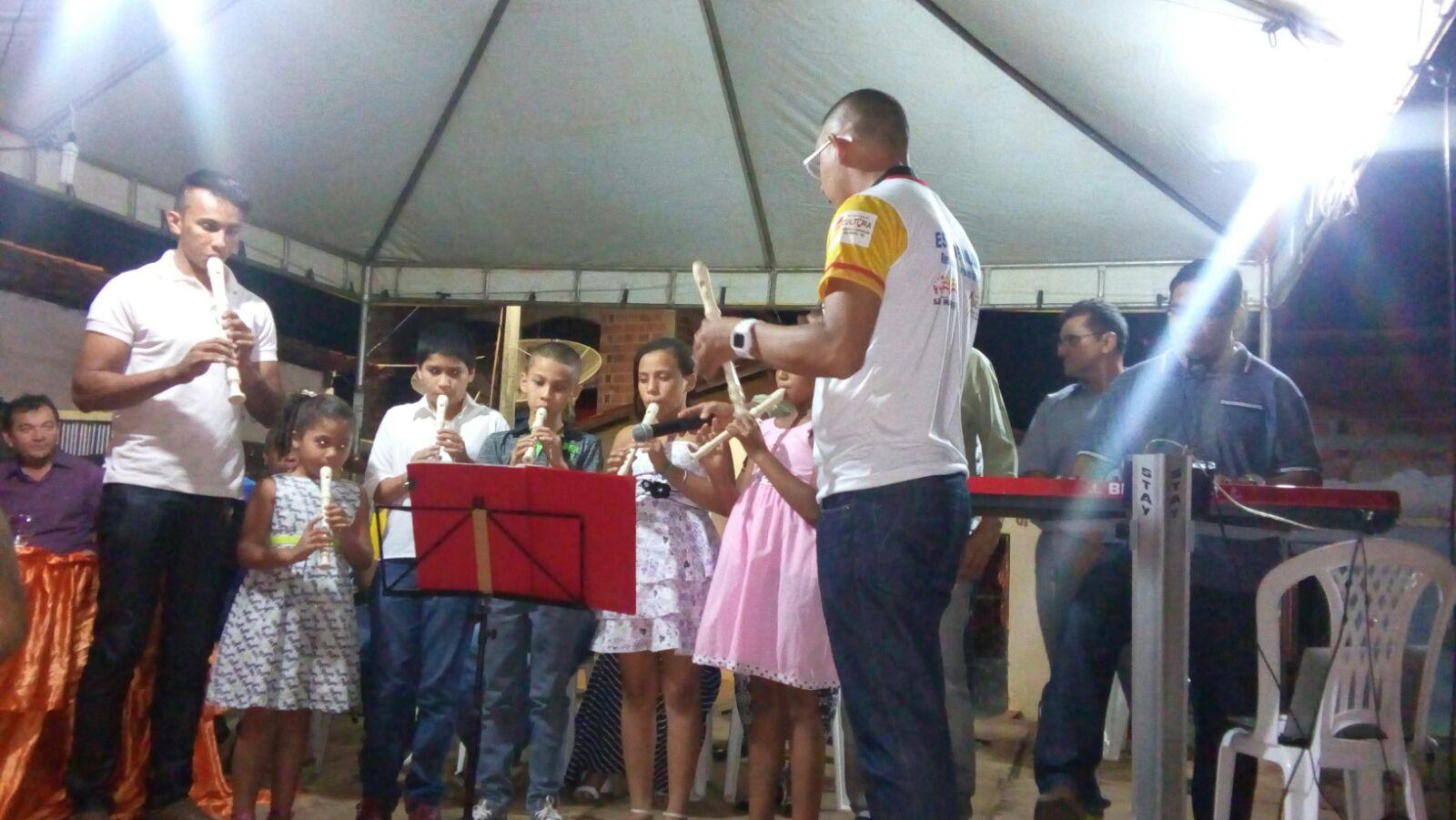 Apresentação dos alunos da escola de música durante a inauguração