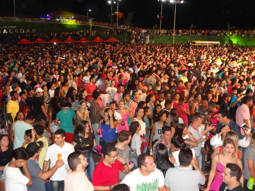 Mais de 20.000 pessoas lotaram o Balneário Macedão em Dom Pedro.