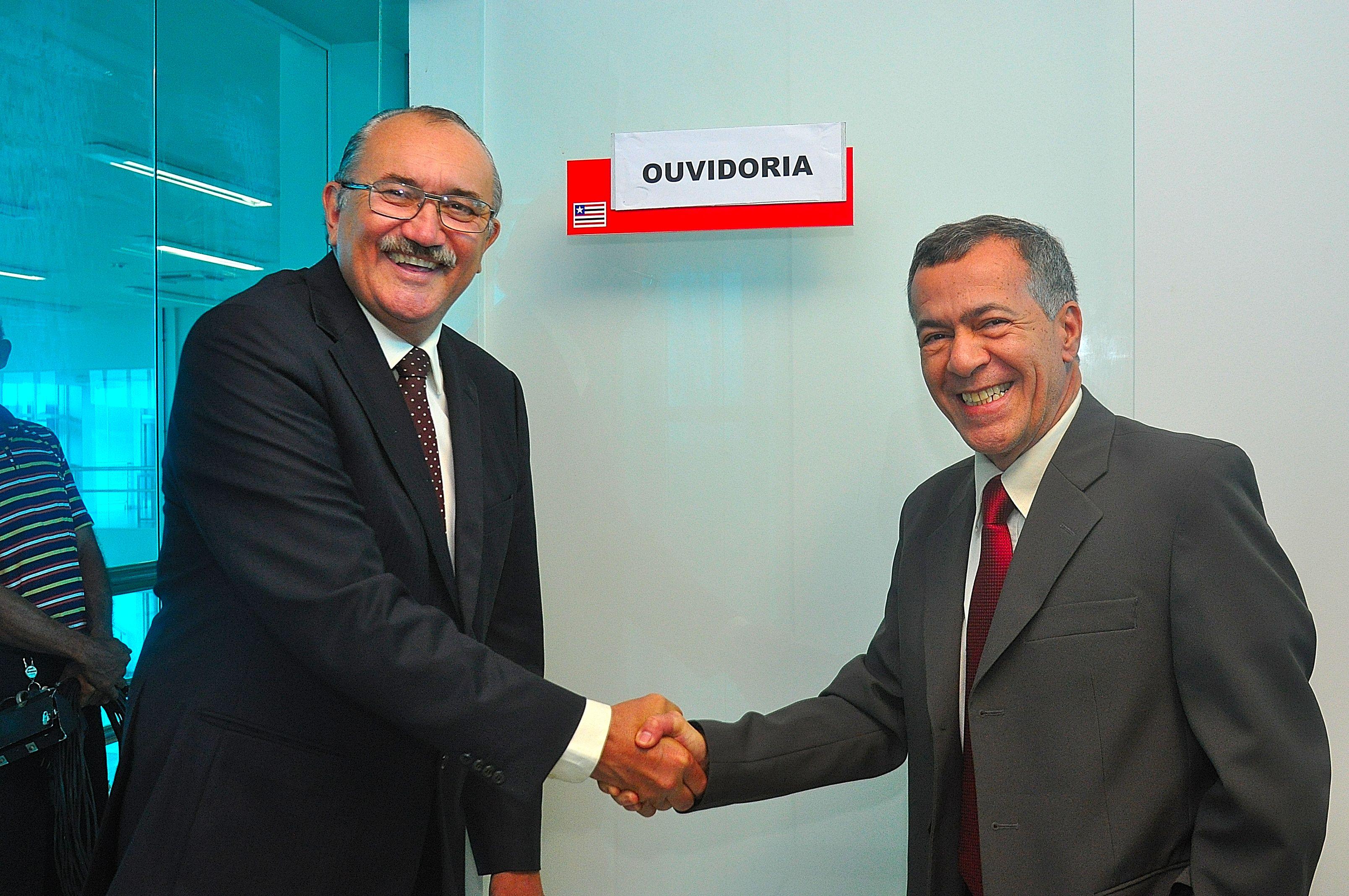 Deputado César Pires e o diretor de comunicação da Assembleia Legislativa, Carlos Alberto.