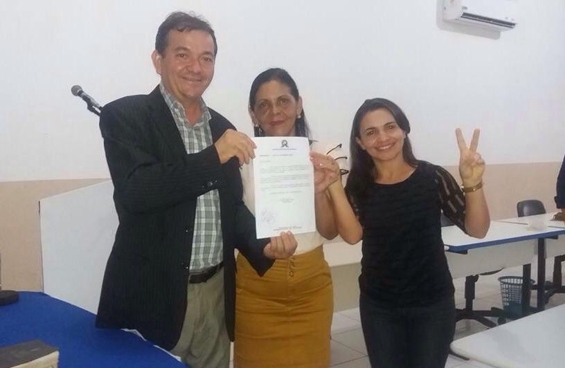 Prefeito Miltinho Aragão (PSB), Secretaria de Educação Telma e sua adjunta Lucélia.
