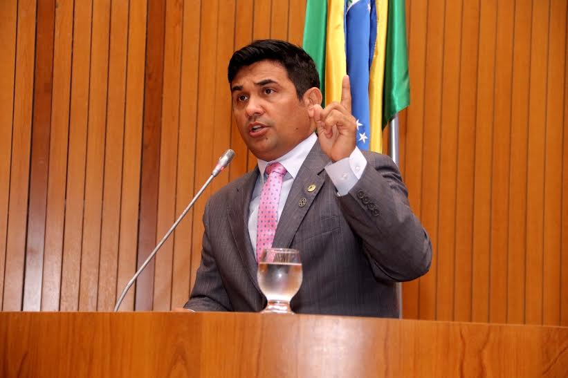 Deputado estadual Wellington do Curso.