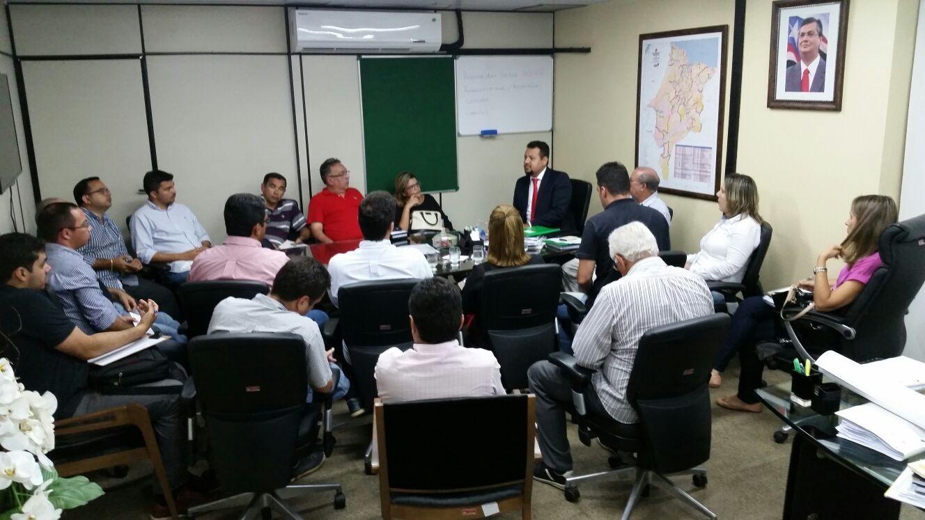 Reunião do Secretário Clayton com representantes das empresas reformas escolas